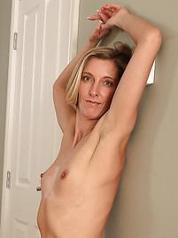Sexy lesbian milf